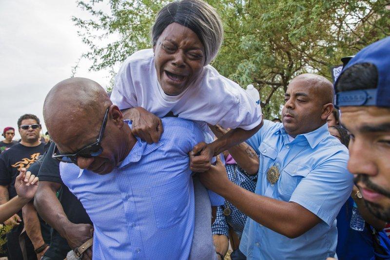 警方濫殺黑人事件頻傳,各地民眾上街頭抗議。(美聯社)