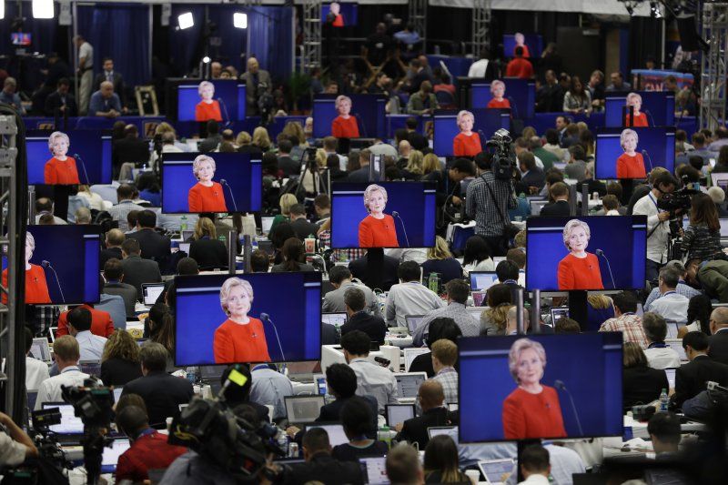 川普與希拉蕊26日晚間在總統大選電視辯論會首度正面交鋒。(美聯社)