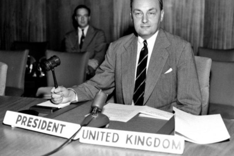 時任聯合國安理會主席的英國大使傑布。(翻攝網路)