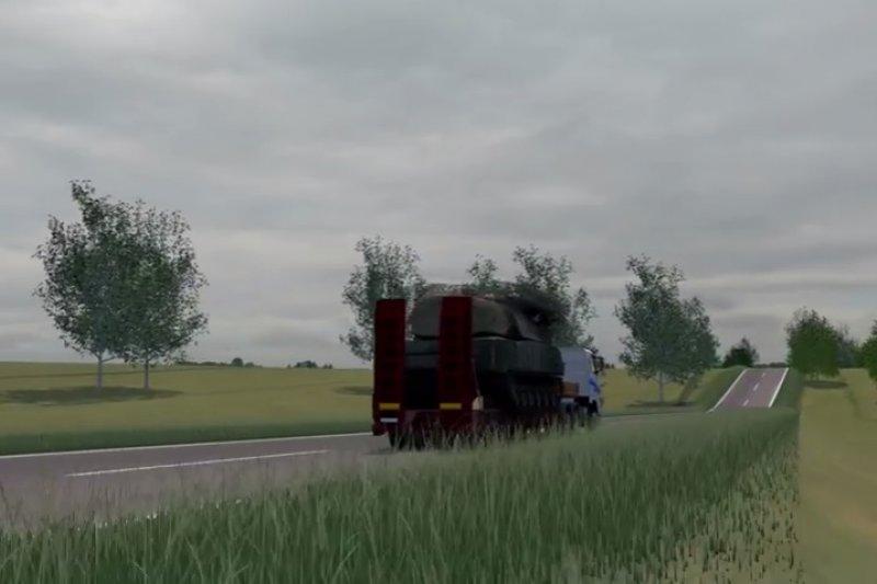 荷蘭政府主導的「聯合調查小組」公布報告,指出擊落MH17的飛彈是由俄羅斯境內運往烏克蘭東部的叛軍控制區,圖為載著山毛櫸飛彈系統的白色卡車(翻攝自YouTube)