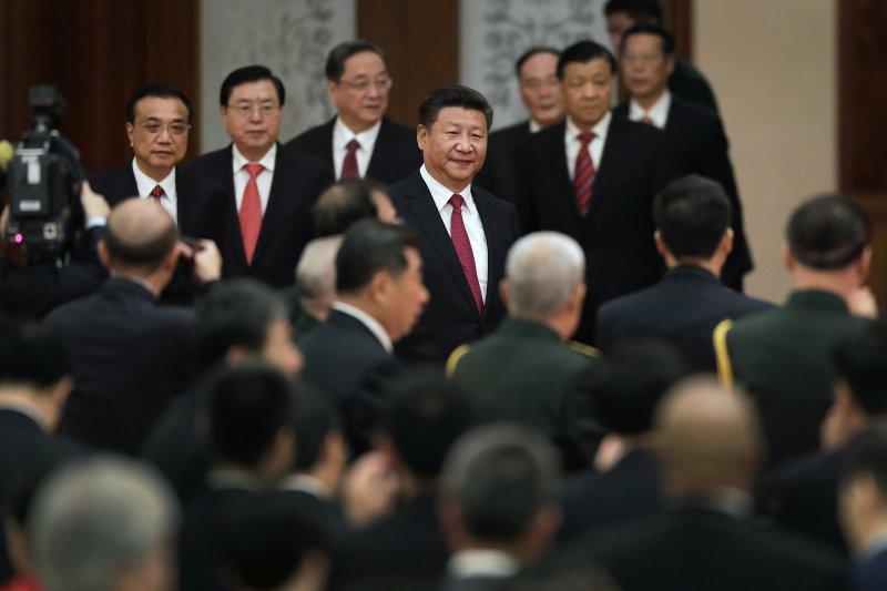 2016年10月1日中國國慶,中共總書記習近平與其他政治局常委(AP)