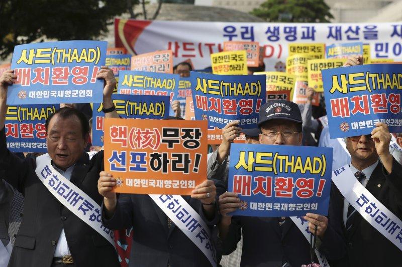 南韓終端高空防禦系統「薩德」(THAAD)確定落腳於星州高爾夫球場,民眾抗議(AP)