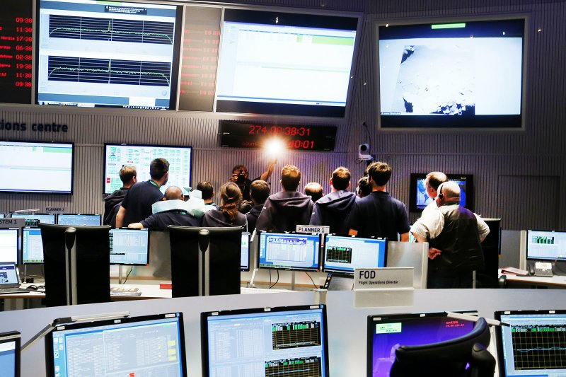 歐洲太空總署(ESA)的科學家為彗星探測太空船「羅塞塔號」(Rosetta)送別(AP)