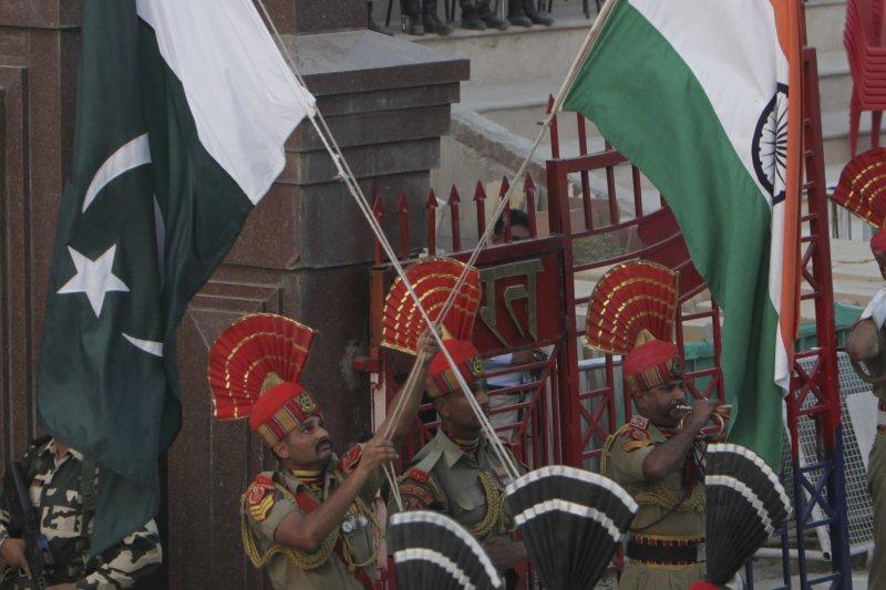 印巴邊境的巴基斯坦邊界警衛。(美聯社)