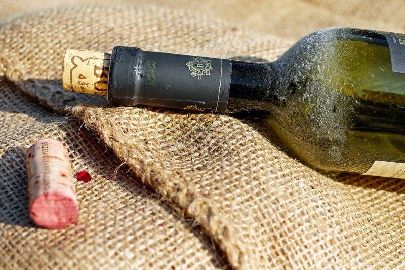 美國一位生物分子考古學教授被稱為「啤酒考古學家」,專門複製出最符合古代風味的酒。(圖/Pixabay)