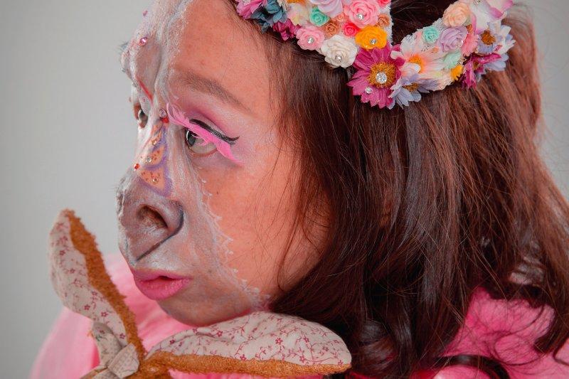 因為與眾不同的外貌,黃昶瑾在成長過程中遇上許多挫折。(圖/翁志豪攝 ,大塊文化提供)