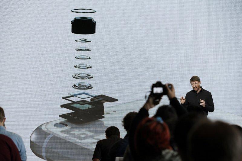 Google Pixel的高規格相機來勢洶洶,意欲挑戰向來評價甚佳的iPhone。(美聯社)