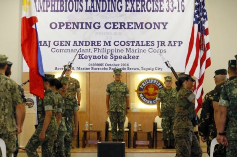 美國和菲律賓4日在菲國首都馬尼拉東部的達義市(Taguig)舉行了兩棲登陸聯合軍演。(美聯社)