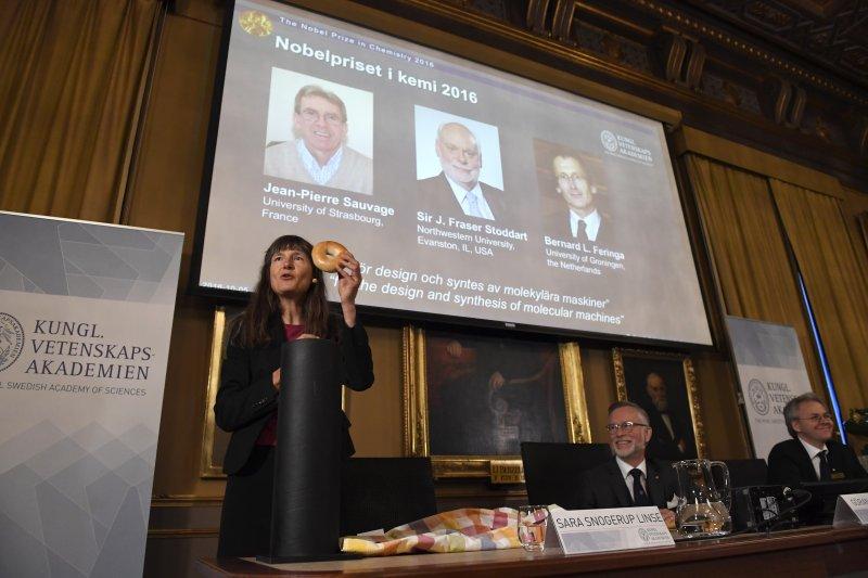 2016年諾貝爾化學獎得主,左起:索瓦希(Jean-Pierre Sauvage)、史托達特(Sir J. Fraser Stoddart)、費倫加(Bernard L. Feringa)(AP)