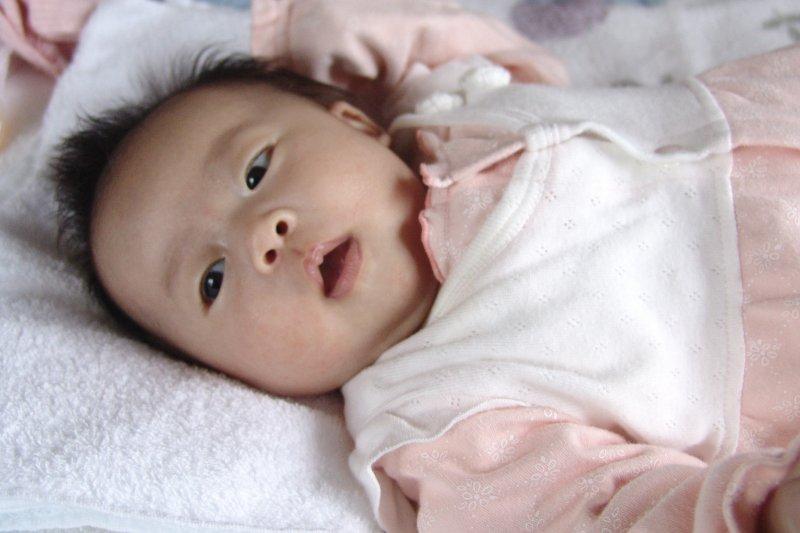 中華文化百百種,嬰兒滿月的習俗各地都不同;此外,女人坐月子也有各種不同的規定。(圖/取自MIKI Yoshihito@flickr)