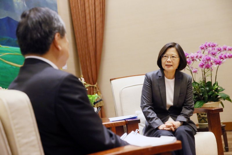 總統蔡英文6日接受日媒專訪。(總統府提供)