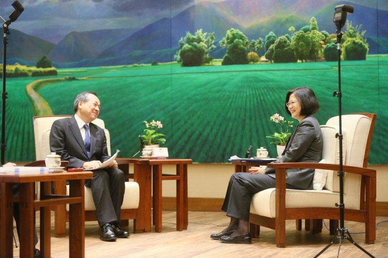 10月6日總統蔡英文接受日本讀賣新聞專訪。(總統府提供)