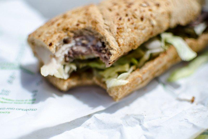 美國人最常吃的「便當」, subs三明治英文點餐全攻略!不加酸黃瓜、不加醬怎麼說-風傳媒