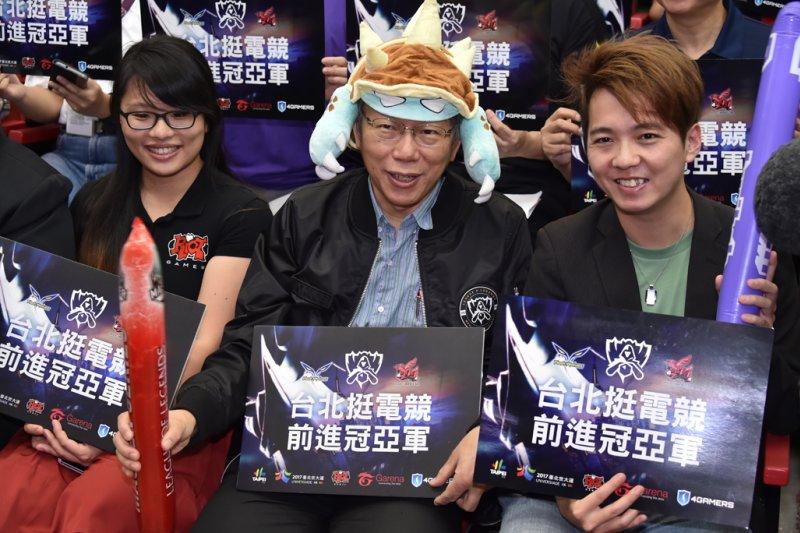 台北市長柯文哲化身電玩角色拉姆斯,出席「2016台北挺電競,前進冠亞軍」世界電競大賽轉播造勢活動。(北市府)