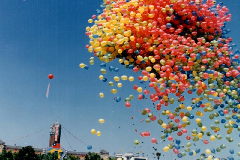 曾經有一年,我們的國慶汽球滿天,猶如電影《天外奇蹟》。(作者提供)