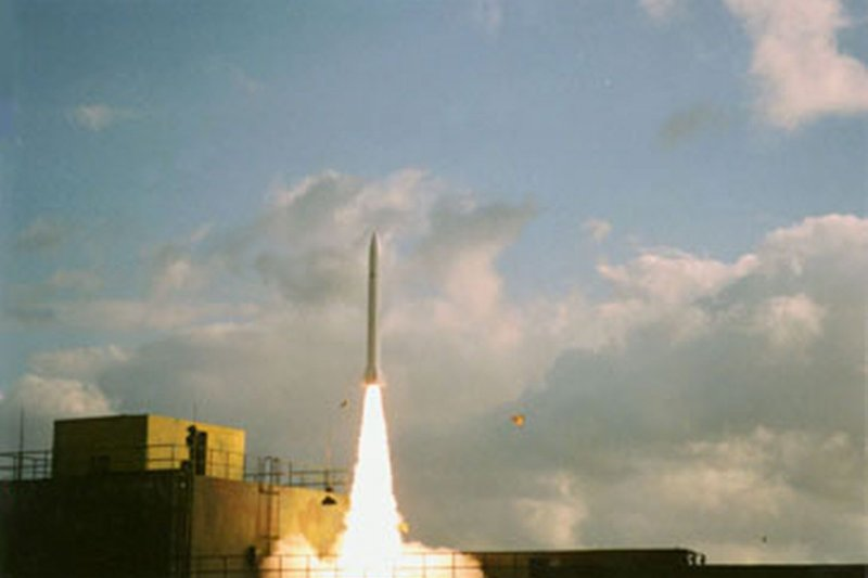 曾擔任中科院雄三飛彈總工程師的張誠指出,上周實彈演訓用原屬防空飛彈的天弓二型作為靶彈,意味著天弓二型已具備地對地導彈的攻擊戰力。圖為天弓二型飛彈。(取自中科院網站)