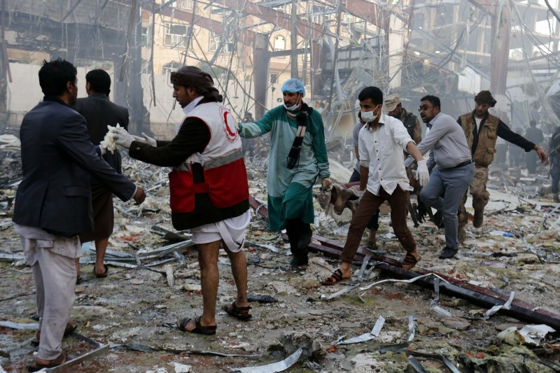 葉門首都沙那一場喪禮慘遭沙烏地為首的聯軍空襲轟炸。(美聯社)