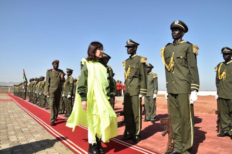 日本防衛大臣稻田朋美訪問南蘇丹。(美聯社)