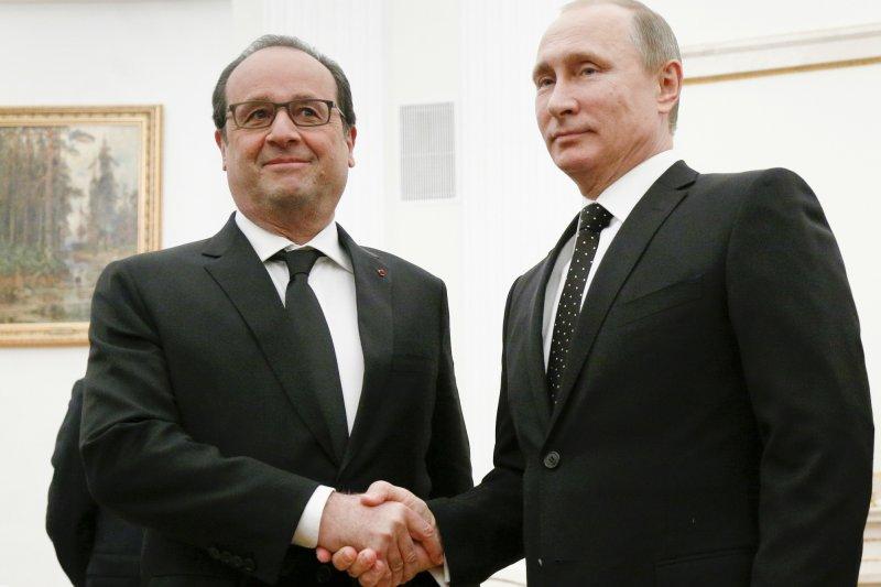 法國總統奧朗德(左)要求討論敘利亞問題,但俄羅斯總統普京(右)拒絕並取消訪問行程。(美聯社)