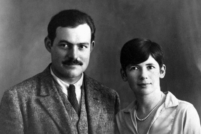 世紀文豪海明威和第二任妻子的合照(圖/wikimedia)