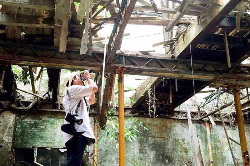 渡邉義孝最喜歡台南的日式建築。圖片提供:渡邉義孝(林俊德攝,端傳媒提供)