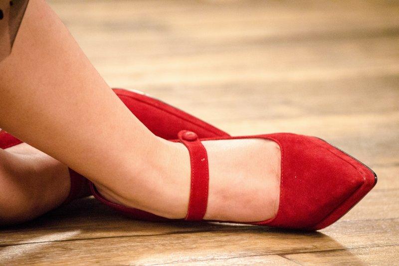 治療 陽痿 的最好藥物 , 不只下樓梯傷膝蓋 人字拖和高跟鞋才是關節殺手!