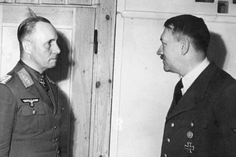 納粹德國陸軍元帥隆美爾(左)與希特勒(Bundesarchiv, Bild @wikipedia/CC BY-SA 3.0)
