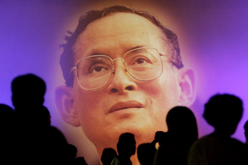 泰王蒲美蓬13日病逝,舉國如喪考妣(AP)