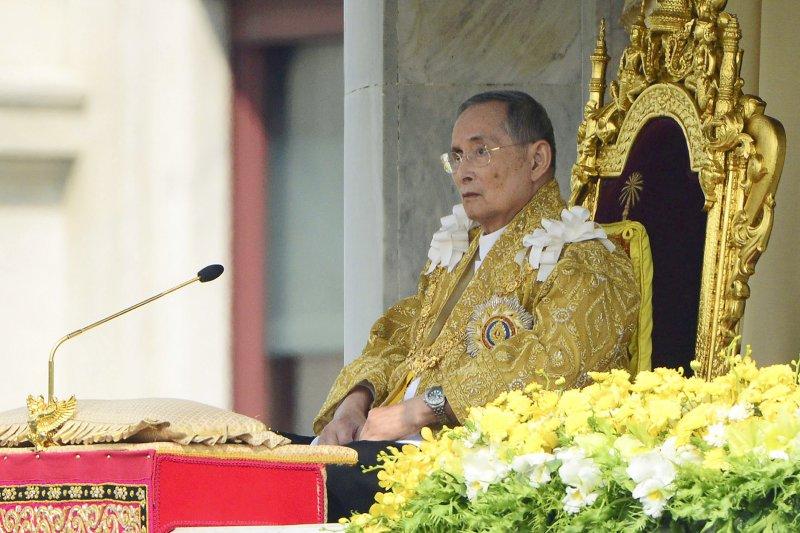泰國國王蒲美蓬(Bhumibol Adulyadej)13日溘然長逝,享壽88歲,舉國哀悼。(AP)