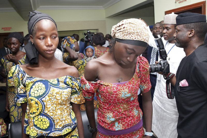 被極端組織「博科哈蘭」釋放的兩位「奇波克女孩」。(美聯社)