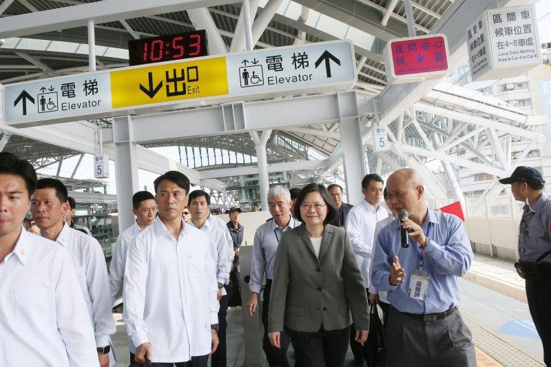 2016-10-16-蔡英文-林佳龍-視察台中車站新站-取自總統府