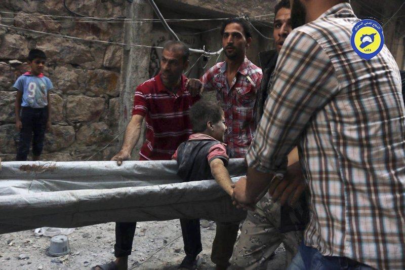 敘利亞內戰兵連禍結,大城阿勒坡(Aleppo)平民處境最為悲傪(AP)