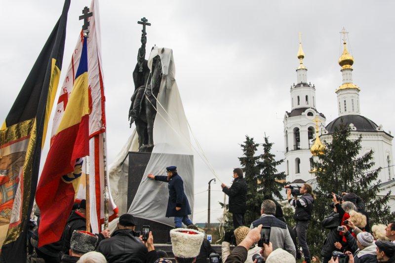 俄羅斯奧瑞爾(Orel)市政府為沙皇伊凡四世設立雕像,慶祝該市建城450週年。(美聯社)