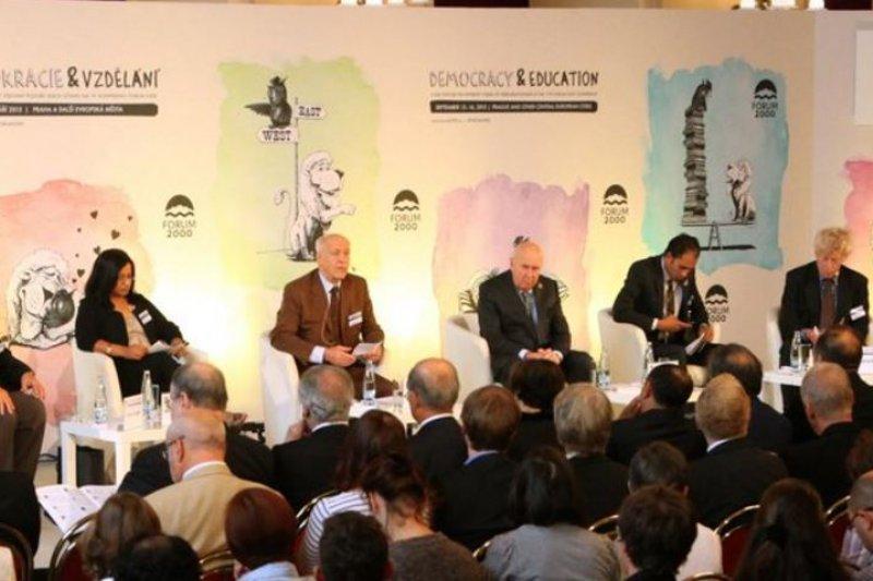 「公元2000論壇」(Forum 2000)第20屆會議正在捷克首都布拉格等地舉行,受邀與會的總統蔡英文指派遠景基金會董事長陳唐山為特使前往參加。(取自Forum 2000 twitter)