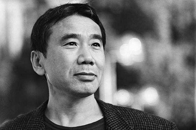 有位出版社編輯很多意見讓村上春樹不理解、不愉快,但這位編輯有意見的地方,村上仍然會重寫,只是刻意朝著反方向。雖然他後來檢討自己「有點亂來」,但改寫後的作品卻更加出色。圖為日本小說家村上春樹(圖/Haruki Murakami@facebook)