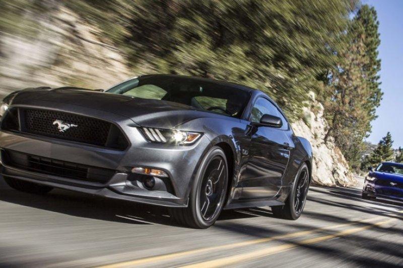 鯊魚嘴、曲棍球桿側腰線、大型蜂巢式前氣壩及雙展翼前面板,Ford Mustang的經典形象深植人心,成為全世界車迷和影迷的共同記憶(圖/Mustang on the Move)