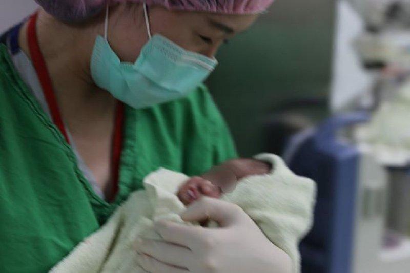 2016-10-18-台大醫療團隊合力完成情況「窮兇惡極」的植入性胎盤手術-取自施景中臉書