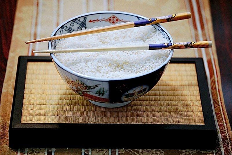 碗和筷,怎麼拿順序才正確?(圖/nicoleanjolie@flickr)