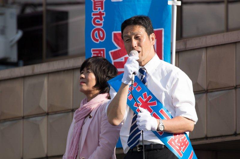 日本新潟縣知事選舉16日登場,反核派的米山隆一勝出。(取自米山隆一臉書)