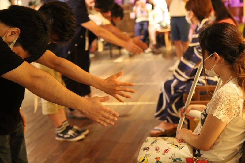 不讓交友受限於外表,日本婚友社社推戴口罩約會!(圖/DEFann1iversary - 高清週年@gacebook)