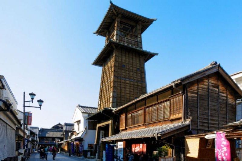 位於藏造街中央的川越鐘樓距今有400多年歷史。(圖/zekkei japan)