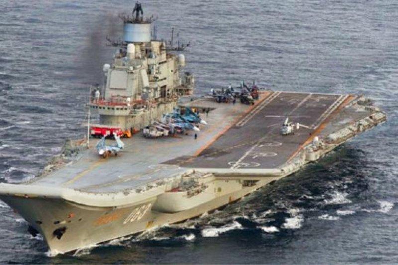 挪威巡邏機在Andoeya島附近拍攝到「庫茲涅佐夫元帥」號航母,其甲板上可以看到米格29戰鬥機和武裝直升機。(BBC中文網)