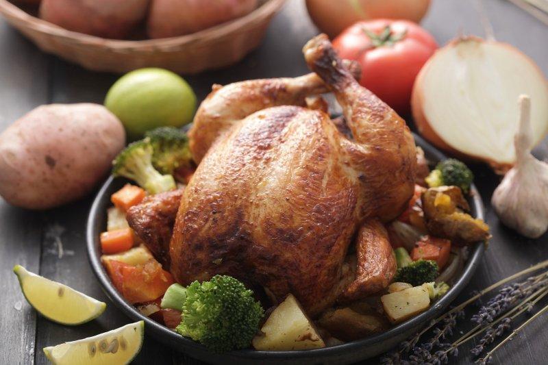 現在,雞肉不只成為我們首要的動物性蛋白來源,也同時成為最平淡無味、調味最嚴重的肉類...(圖/NguyenPhamDang@pixabay)