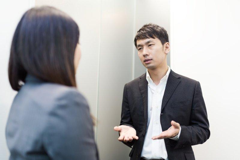 提案被同事否定,該怎麼化解尷尬?(圖/すしぱく@pakutaso)