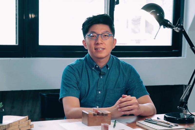 文學博士蔡孟宸,勵志把篆刻藝術推廣給更多人。(圖/Hahow提供)