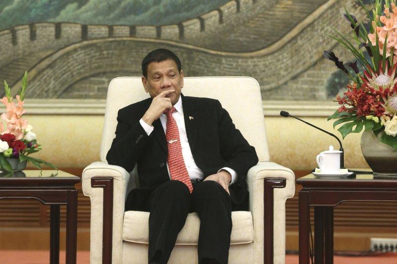 菲律賓總統杜特蒂訪問中國,會晤人大常委會委員長張德江。(美聯社)