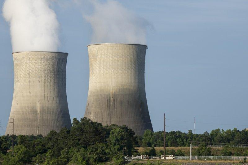 作者質疑,在廢核電而火電佔比增加的情勢下,碳排必然增加,試問如何減碳4000萬公噸?圖為瓦茨巴核電廠2號機組(Watts Bar Unit 2)(資料照,風傳媒攝)