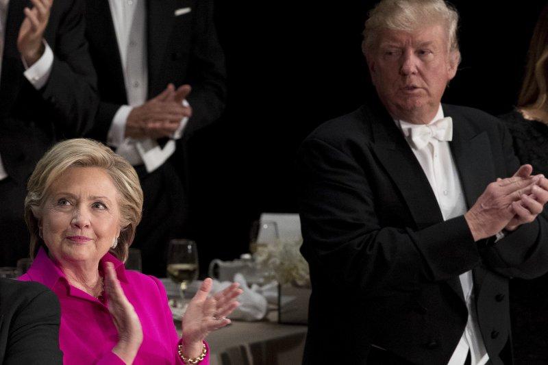 美國總統大選在即,民主黨總統候選人希拉蕊與共和黨總統候選人川普選前最後一次同台,兩人在艾爾弗雷德.史密斯紀念基金會慈善晚宴互酸對方。(AP)