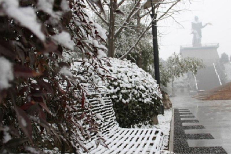 雪中教稼園內的后稷雕像。