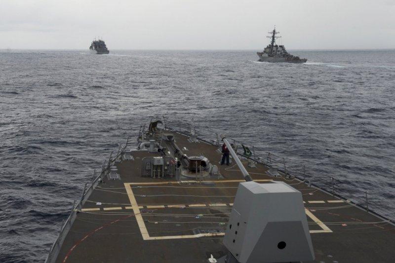 美國海軍迪凱特號飛彈驅逐艦進入南海海域巡弋,再度引發中美關係緊張。(美聯社)